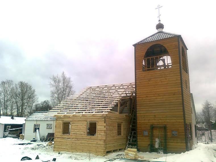 Силами прихода продолжается строительство помещения для детской воскресной школы.